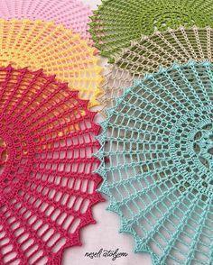 Özlem Çabukel's media content and analytics Col Crochet, Thread Crochet, Filet Crochet, Crochet Hooks, Free Crochet Doily Patterns, Crochet Designs, Crochet Doilies, Macrame Wall Hanging Diy, Wall Hanging Crafts
