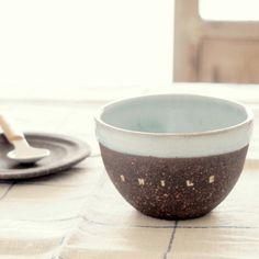 濃茶とブルーグレーのボウル&ソーサー SMILE【柴田鯨】