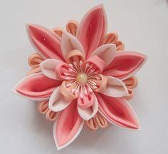 『つまみ細工のバラのコサージュ』 Ribbon Art, Fabric Ribbon, Ribbon Crafts, Flower Crafts, Ribbon Bows, Cloth Flowers, Diy Flowers, Fabric Flowers, Kanzashi Tutorial