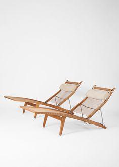 Hans J. Wegner deck chairs 1958 | Dansk Møbelkunst Gallery, Copenhagen / Paris, www.dmk.dk (via @kyra.frans on Instagram)
