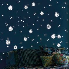 Fresh Wandtattoo Fluoreszierende Marienk fer und Punkte Leuchtaufkleber Wandtattoo als Dekoration f r Ihre Wand zu Hause