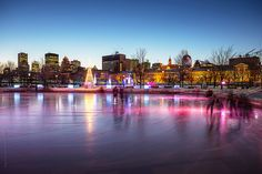 ice skating rink under pink light, Old Port Montreal | Flickr: Intercambio de fotos