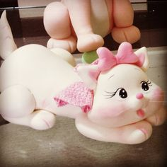 Fondant Cat, Fondant Animals, Fondant Cupcakes, Clay Projects, Clay Crafts, Diy And Crafts, Polymer Clay Cat, Polymer Clay Animals, Kitten Cake