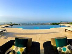 Amazing views with a infinity pool, by Piscinas Godo. http://piscinasgodo.com/proyectos/proyecto-bisazza-cobalto/