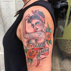 Mujer Rebelde Tradicional a Color