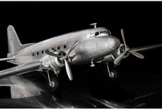 Collectors Model Douglas Dakota The legendary Workhorse DC 3 Airplane. - Aircraft (Non-Military) Douglas Aircraft, Aviation Decor, Models For Sale, Top Models, Landing Gear, Vintage Air, Model Airplanes, Guns And Ammo, Model Ships
