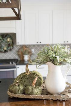 Neutral Fall Decor Home Tour #fallinspiration #falldecor Kitchen Vignettes, Fall Vignettes, Home Decor Kitchen, Kitchen Ideas, Beautiful Flower Arrangements, Fall Arrangements, Beautiful Flowers, Autumn Decorating, Autumn Inspiration
