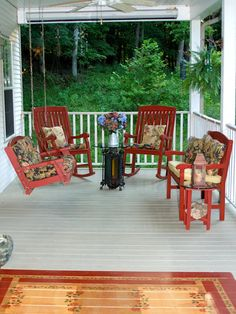 This painted rug is a festive, weatherproof update for this porch. Posted by RMSer Valeriemissouri