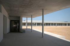 Escuela en la colonia Güell. BCQ