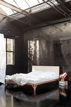 -beddengoedlabel Yumeko en ontwerper Piet Hein Eek zijn samen het bed ...