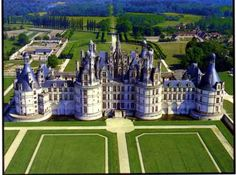 Chateaux de Chambord - built as a hunting lodge for Francois I, and so he could live near his mistress the Comtesse de Thoury, Claude Rohan, wife of Julien de Clermont.