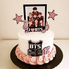 30th Birthday Cake Topper, 14th Birthday, Sweet 16 Birthday, Birthday Cake Girls, Birthday Parties, Simple Birthday Cake Designs, Cake Designs For Girl, Beautiful Birthday Cakes, Theme Bts