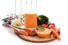 Un gazpacho diferente, lleno de betacarotenos gracias a la zanahoria que te servirá para alimentarte y cuidar tu piel. Gazpacho, Cantaloupe, Panna Cotta, Good Food, Fruit, Cooking, Ethnic Recipes, Stew, Soup Recipes