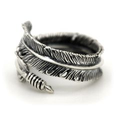 Gorgeous, realistic #Feather Ring in Sterling Silver - beautiful details and it's even adjustable!