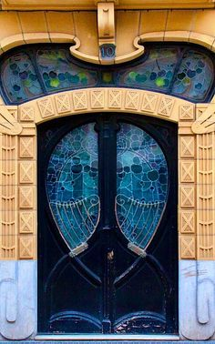 Solve San Sebastian Curves, Basque Country jigsaw puzzle online with 40 pieces Grand Entrance, Entrance Doors, Doorway, Cool Doors, Unique Doors, Architecture Art Nouveau, Art And Architecture, Art Deco, Knobs And Knockers
