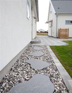 En snygg granithäll eller steppingstone är perfekt för att liva upp trädgården. #trädgård #sommar