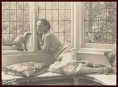 "Anna Pavlova with her Siamese cat ""Ting Ling"""