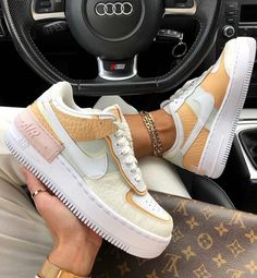 After the success of the Nike Air Force 1 Shadow Pale Ivory, Nike came with these Air Force 1 Shadow SE (spruce aura). They were released on December Jeans And Sneakers Outfit, Sneaker Outfits, Sneakers Fashion, Fashion Shoes, Nike Fashion, Fashion Clothes, Fashion Fashion, Fashion Women, Fashion Ideas