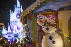 Les fêtes, toutes les fêtes, sont les périodes les plus achalandées au royaume de Disney, particulièrement au parc Magic Kingdom à Orlando.