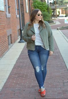 Moto jacket outfit, mules, curvy fashion, plus size moto jacket, coral mules outfit Source by rdenzer inspiration curvy Big Girl Fashion, Curvy Fashion, Trendy Fashion, Plus Size Fashion, Fashion Outfits, Petite Fashion, Style Fashion, Curvy Outfits, Plus Size Outfits