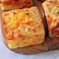 Receita de Puff de Purê de Batata - 2 ovos , 1/3 xícara (chá) de creme de leite , 1 xícara (chá) de queijo ralado prato ou muçarela ralado grosso , 2 colher...