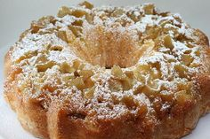 Apple Cake It's yet another bundt with apples! I made Cook's Illustrated / Baking Illustrated Apple Cake . Banana Recipes Easy, Apple Cake Recipes, Sweets Recipes, Desserts, Fondant Cakes, Cupcake Cakes, Bundt Cakes, Sweet Loaf Recipe, Cake Mix Cobbler