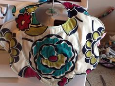 The other side of the appliqué baby bib.