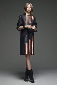 Fendi Pre-Fall 2015 (via Vogue) Fashion Week Paris, Fashion Show, Fashion Design, Fashion Trends, Fashion 2015, Vogue Fashion, Style Fashion, Fendi, Fall Winter 2015
