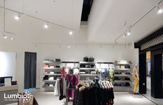 Flexible Track System of LED lights Lumbio do not dazzle. Lighting positioning on the installation bar is adjustable, so it shines at the specified location with minimal glare. Customers will enjoy shopping without any eyes discomfort.