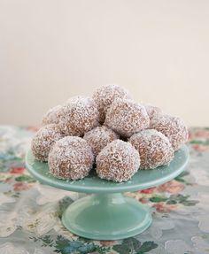 Havrebollar - ZEINAS KITCHEN Lollipop Candy, Candy Cookies, Fika, Food Cakes, Doughnut, Nom Nom, Cake Recipes, Bakery, Food And Drink