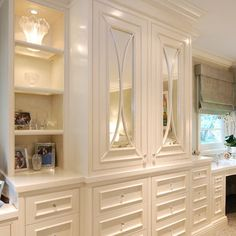 Painted Built in Cabinets - traditional - bedroom - san francisco - Chelsea Court Designs (mirrored cabinet doors with trim) Master Closet, Closet Bedroom, Bedroom Storage, Home Bedroom, Bedroom Photos, Bedroom Desk, Diy Storage Wall Unit, Bedside Storage, Mirror Bedroom