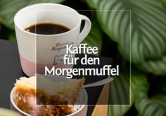 Kaffee für den Morgenmuffel mit der Hario V60 · Berliner Speisemeisterei Mugs, Tableware, Food, Ground Coffee, Pour Over Coffee, Light In The Dark, Household Products, Coffee Cups, Mug