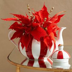 Make your Christmas table shine with these easy ideas for festive centerpieces. Whether your table decorations are rustic, traditional, minimal, or decorated to the nines, these Christmas centerpiece ideas will provide the inspiration you need to create a gorgeous tabletop for all your Christmas gatherings.