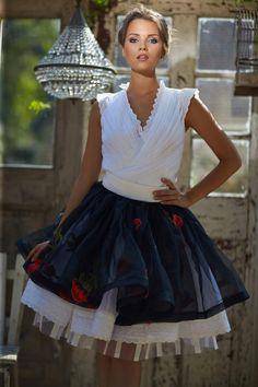 Mint a Mátka Kollekció 2017 - Bélavári Zita Couture Feminized Boys, Fetish Fashion, Fashion Beauty, Flower Girl Dresses, Ballet Skirt, Couture, Wedding Dresses, Sexy, Skirts