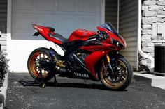 Red Yamaha R1...nice