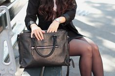 Close up by Camille of the .Kate Lee ALYSSON bag in sheep leather in a total black look!  #katelee #bag @camillegrandxo