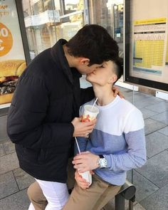 World's leading bisexual dating site for bisexual singles and couples. Looking for local bisexual relationships. Join to meet like-minded people. Cute Gay Couples, Cute Couples Goals, Couple Goals, Tumblr Gay, Gay Aesthetic, Couple Aesthetic, Men Kissing, Lgbt Love, Boyfriend Goals