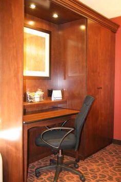 The Spacious Smoking-Non Smoking Guest Room Convenient Lap Desk