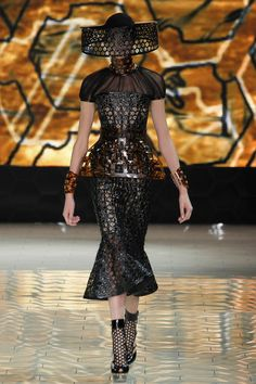 Fashionista Smile: Fashion, Beauty and Style: Alexander McQueen: Queen Bee Summer 2013