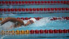 Mario Montoya logra oro en los 100 metros libres de natación.