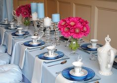 Such a cute table setting for a Cinderella Princess Party. I love the white and blue together.