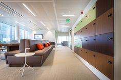 Realisatie ING bank Zaventem. In het kader van 'het nieuwe werken'. Flexibele werkplekken waarbij de ergonomie en het gebruikersgemak voorop staan.