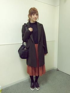菊地亜美さんのチェスターコート「SLY WOOLコクーンTAILOR SHORT COAT」を使ったコーディネート