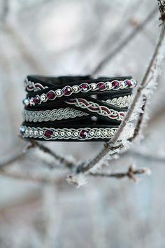 Swarowskipärlor i färgen Blue zircon AB Thread Bracelets, Recycle Jeans, Blue Zircon, Wire Weaving, Leather Working, Textiles, Macrame, Jewerly, Swarovski