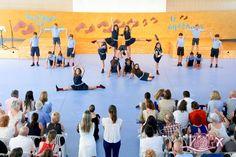 Recordando la Fiesta Fin de Curso en la que alumnos de #InfantilISP, #PrimariaISP y #SecundariaISP. Las coreografías ponen ritmo a la fiesta.