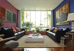 De um lado, a parede é pintada de azul-anil e, do outro, de uva. Mistura perfeita!  Marcelo Maragni / Casa e Jardim