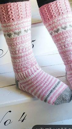 Socks, Handicraft, Mittens, Knit Crochet, Knitting, Diy, Crochet Slippers, Spats Shoes, Craft