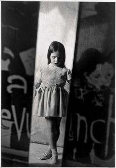 Raj Lalwani slowly unravels the languid poetry that touches the surface of a Saul Leiter photograph, in no great hurry. Photography Rules, High Fashion Photography, Glamour Photography, Editorial Photography, Amazing Photography, Street Photography, Lifestyle Photography, Bad Picture, Paolo Roversi