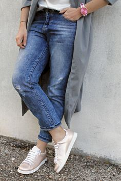 #fashionblogger #italianfashionblogger #fblogger #fbloggers #streetstyle #amemipiacecosi #francescafocarini #ootd #outfit #sneakers #pink #victoriashoes #calzadosvictoria #blogueira #denim #jeans #boyfriendjeans #pinkwatch