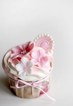 Cherry Blossom Cupcakes - flower cake idea